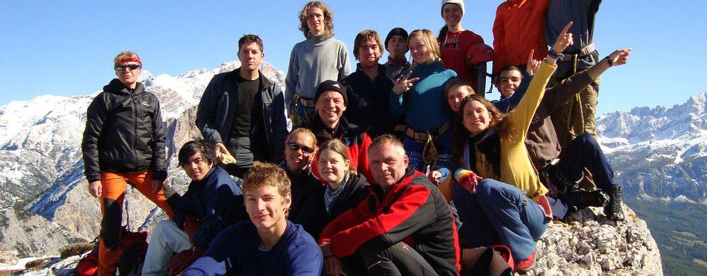 Elever på UWC Adriatic på vandring i bergen.